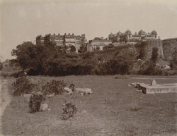 General view from the south-west of the Raj Mandir and Jahangir Mandir Palaces, Orchha